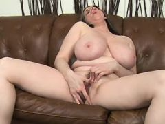 Chubby mature plays with wet pussy great bbw