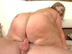 Flabby mature dances on hard dick